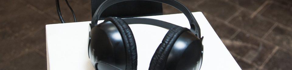 Auf dem Bild ist ein Kopfhörer zu sehen