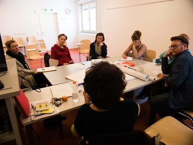 Im Bild sind die Teilnehmenden am Workshop mit Petja Dimitrova zu sehen.