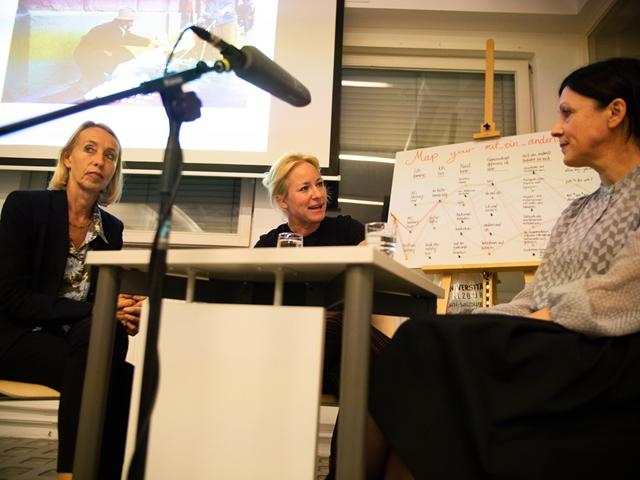 Den Abschluss der Veranstaltung bildete die Diskussionsrunde mit Birgit Mandel (li.), Swetlana Heger (re.) und Siglinde Lang (Mi.)