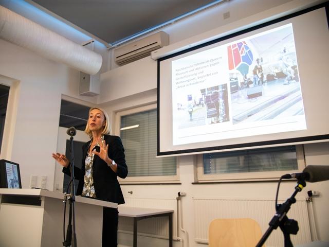 Vortrag von Birgit Mandel zum Thema Teilhabe-orientierte Kulturvermittlung