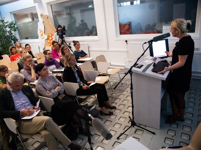 Siglinde Lang, Leiterin der P-ART Akademie gab eine Einführung in die Thematik.