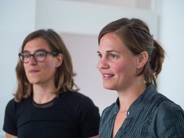 Das Bild zeigt Sophie Hichter und Daniela Motz