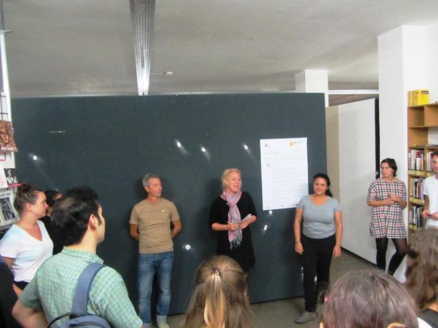 Das Bild zeigt die Vortragenden der Veranstaltung in der Galerie Fünfzigzwanzig