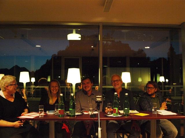Kathrin Quatember (Moderation), Christine Steger (Abt. Disability & Diversity der Uni Salzburg), Florian Preisig (AK Salzburg), Hans Peter Graß (Friedensbüro), Persson Perry Baumgartinger (Schwerpunkt Wissenschaft & Kunst) saßen auf dem Podium.