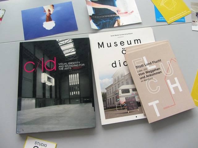 Das Bild zeigt Bücher: Stadt Land Flucht, Visual Identity and Branding for the arts, Museum öffne dich