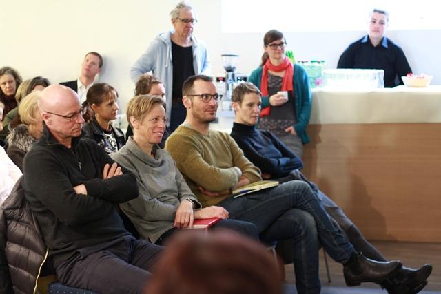 Im Publikum Elke Zobl und Marcel Bleuler (Mitte) vom Kooperationsschwerpunkt Wissenschaft & Kunst.
