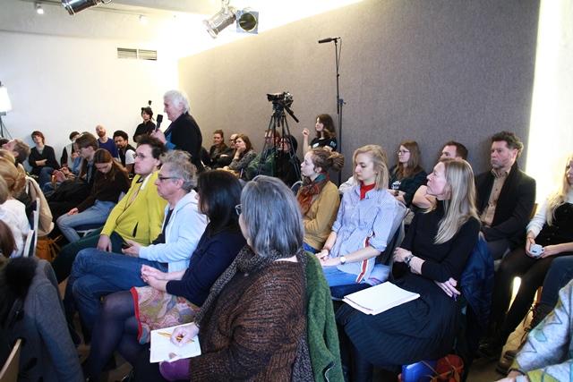 Zu sehen ist das Publikum, ganz hinten eine TV-Kamera
