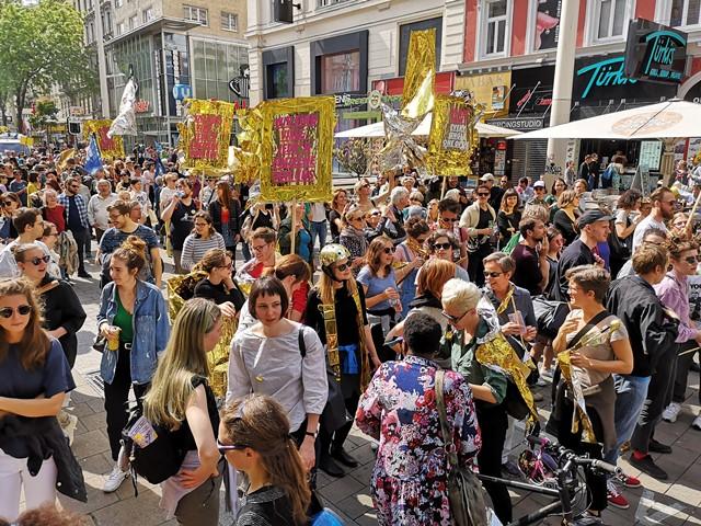 Glänzende Demo Wien. © Die VIELEN