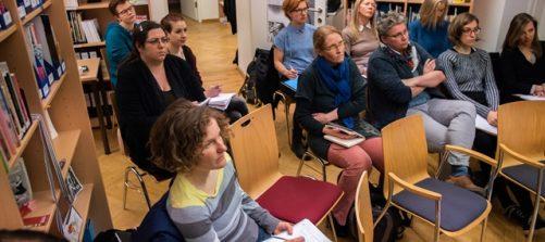 Die Guest Lecture fand im Zine-Archiv des gendup statt. Foto: Fabian
