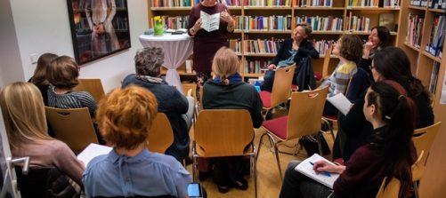 Rebekah Buchanan bei ihrem Vortrag. Foto: Fabian Schober