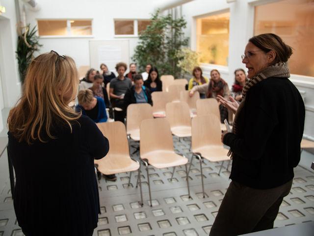 Stefania Pitscheider Soraperra, Leiterin des Frauenmuseums, und Anita Moser, Organisatorin des Gesprächs.