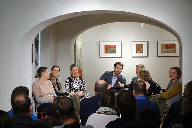 Auf dem Podium Martina Berger Klingler, Anita Moser, Isabella Dschulnigg-Geissler, Florian Juritsch, Erich Rohrmoser, Sabine Hauser, Diana Schmiderer
