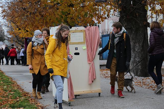 """""""Ecken-Intervention"""" am Elisabeth-Kai an der Salzach. Foto: Klaus Erich Dietl"""