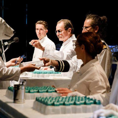 Konstantin Mues, Hartwig Rupp, Lajos Talamonti, Marie Eve Reinert, Jill Weinmann (Croupiers), (c) Felix Grünschloß, Badisches Staatstheater