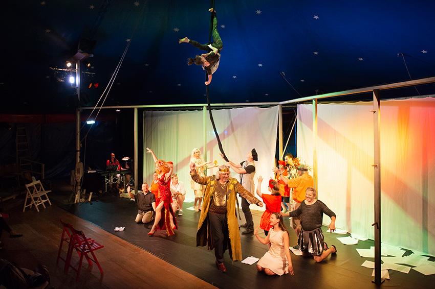 aufführung des stücks sommernachtstraum von theater ecce